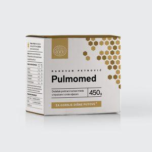 Pulmomed brzo i djelotvorno uklanja problem nadraženog grla i podiže imunitet sinergijom djelovanja vitaminske baze cvjetnog praha i propolisa kao prirodnog antibiotika. Dodatak trputca u Pulmomedu pojačava njezinu efikasnost; trputac je jedna od biljaka s najstarijom upotrebom protiv kašlja. Zbog visokog sadržaja sluzi, trputac ima svojstvo da oblaže oštećenu sluznicu grla i ždrijela, stvarajući zaštitni sloj umanjuje nadražaj na kašalj, a ujedno djeluje antimikrobno te protuupalno. Biljni ekstrakti trputca i crnog sljeza vlaže sluznicu te smiruju nadražaj na kašalj. Posebno pogodno djelovanje pokazuju u slučaju suhog kašlja. Sastojci: (u 100 grama): cvjetni med 72,6g, tinktura trputca 3,5g, tinktura propolisa 1,5g, tinktura crnog sljeza 1,4g, cvjetni prah 21g. Namjena: Za ublažavanje kašlja kod djece i odraslih. Preporuča se kod akutnog i kroničnog kašlja jer smanjuje iritaciju, obnavlja sluznicu i djelotvorno oslobađa sekreciju. Posebno se preporuča pušačima. Manja pakiranja (110g) pogodna su za putovanja i akutne slučajeve kašlja. Doziranje: Djeca od 1 do 2 god: 2 puta dnevno po 1 malu kavenu žličicu. Djeca od 2 do 16 god: 2 puta dnevno po 1 čajnu žličicu. Odrasli: 2 do 3 puta dnevno po 1 čajnu žličicu. Uzimati poslije jela. Napomena: Čuvati od dohvata male djece. Preporučene dnevne doze ne smiju se prekoračiti. Dodatak prehrani nije nadomjestak ili zamjena uravnoteženoj prehrani. Proizvod kod djece primjenjivati isključivo na žličicu, tj. ne otapati u napitku. Prije upotrebe dobro protresti. Raznolika i uravnotežena prehrana i zdravi način života od izuzetne su važnosti za očuvanje zdravlja. Osobe alergične na pčelinje proizvode ne smiju koristiti proizvod.